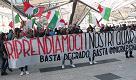 Napoli, sit in di Casapound contro il degrado ma in piazza arrivano gli antagonisti