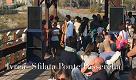 Ivrea, sfilata sul ponte passerella con gli abiti dei migranti