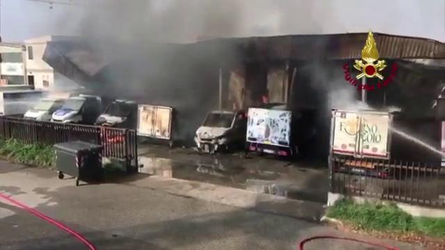 Ferrara, incendio alla Bofrost: i danni a fiamme spente