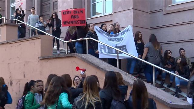 Sassari, allarme pulci a scuola: lo sciopero degli studenti del Ruju