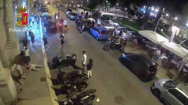 Bari, aggressione omofoba contro coppia gay: calci e pugni nella piazza della movida