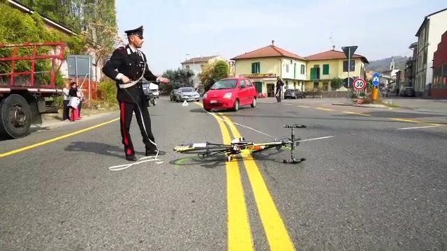 Broni, ciclista travolto all'incrocio