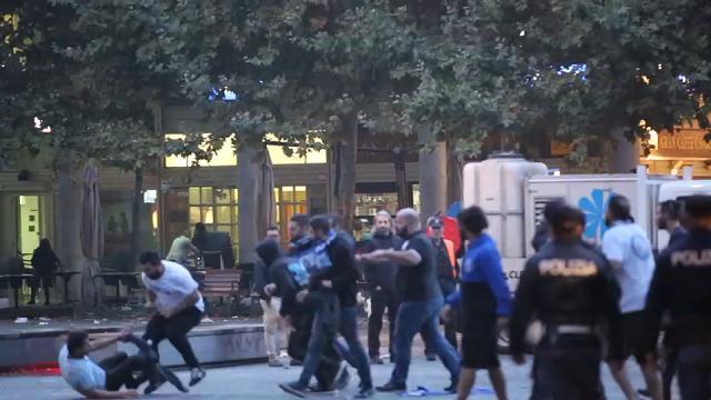 Europa League, i tifosi dell'Apollon si picchiano in piazza a Reggio Emilia