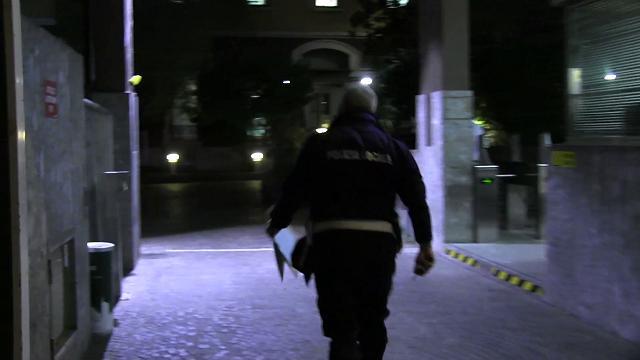 Referendum, a Milano vigili in coda per consegnare le chiavette elettroniche con i voti
