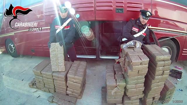 Sequestrati 800 chili di hashish nel Napoletano, fermate quattro persone