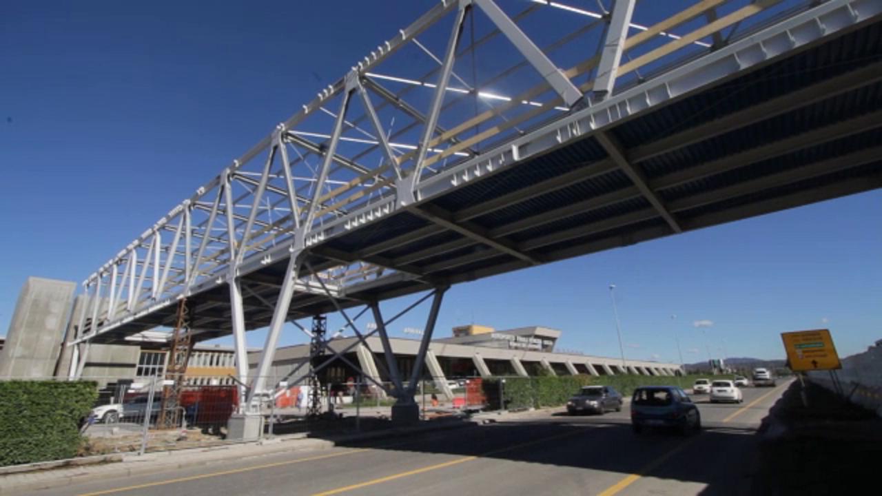 Aeroporto Ronchi : Ronchi dei legionari la nuova passerella tra aeroporto e
