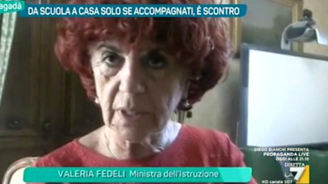 Ministra Fedeli: genitori dovete prendere i figli alle scuole medie
