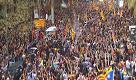 Catalogna, il boato della folla a Barcellona per la dichiarazione d'indipendenza