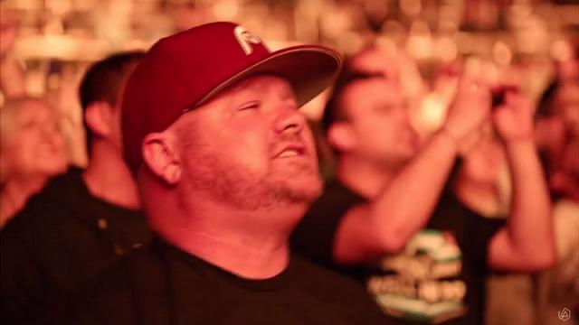 Usa, l'omaggio dei Linkin Park a Chester Bennington: a cantare è il pubblico