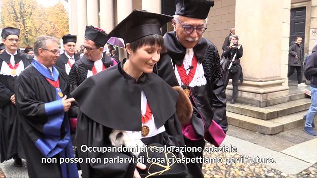 """AstroSamantha all'Università di Pavia per la laurea honoris causa: """"Prossimo traguardo? Orbitare attorno alla Luna"""""""