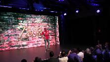 Dalla crisi allo Zelig, Marco Della Noce torna per la prima volta sul palco tra gli applausi