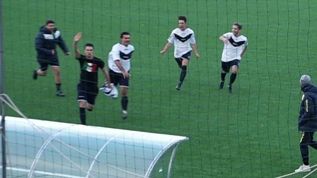 Calcio, vergogna sul campo del Marzabotto: saluto romano e maglia della Rsi
