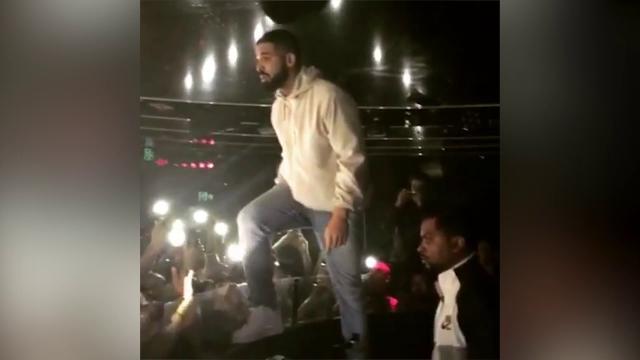 """Sydney, il rapper Drake sospende il concerto e minaccia il molestatore: """"Se non la smetti, te la vedrai con me"""""""
