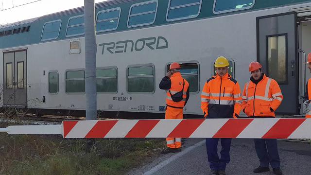 Travolta dal treno, la linea ferroviaria interrotta tra Mantova e Castellucchio