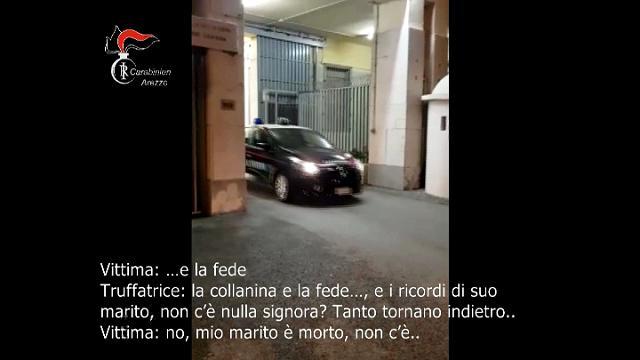 """Arezzo, la truffa dei falsi carabinieri all'anziana: """"Porti l'oro, cerchi tra i ricordi di suo marito"""""""