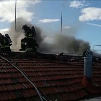 Prato, l'intervento dei vigili del fuoco per l'incendio alla camera di commercio