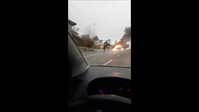 Trieste, l'auto in fiamme