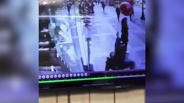 Turchia, tenta la rovesciata col palloncino: una figuraccia mondiale