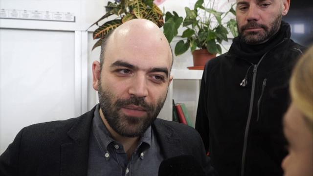 """Addio don Riboldi, Saviano: """"Tra i primi a capire l'importanza della lotta ai clan"""""""