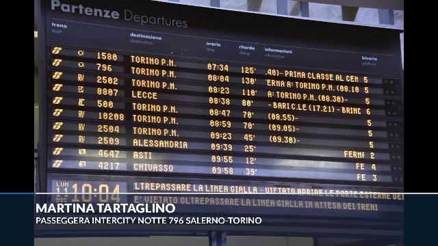 Maltempo Piemonte, il racconto dall'Intercity bloccato: ''Ammassati nel vagone senza arrivare mai a destinazione''