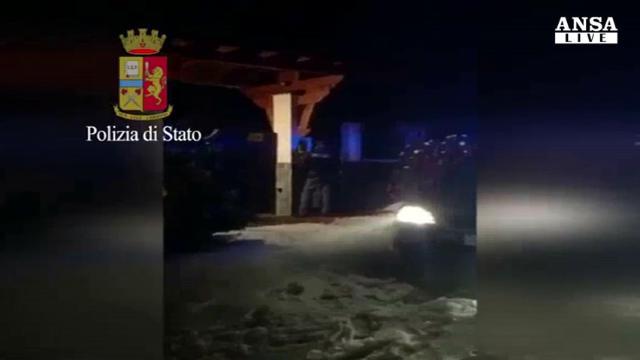 Varese, blitz della polizia nella sede dei neonazisti: sequestri