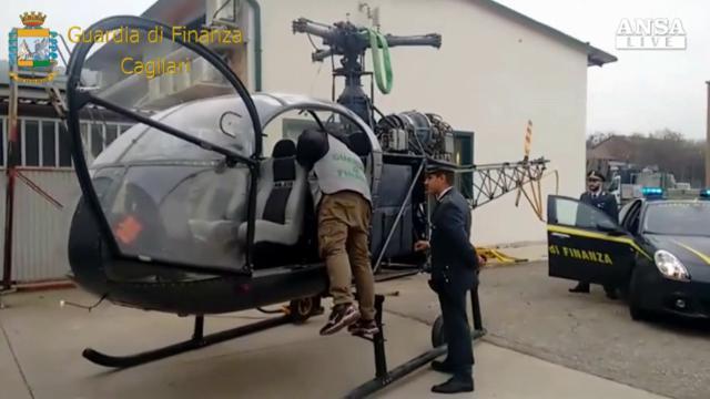 Sequestrato dalla Finanza l'elicottero 'fantasma' che trasportava cocaina in Sardegna