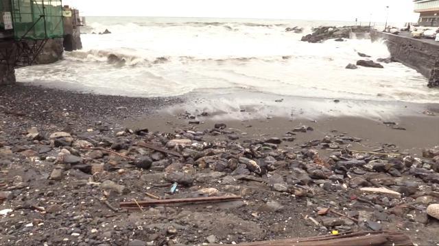 Genova, i danni alla passeggiata di Nervi e la spiaggia di Boccadasse che non c'è più