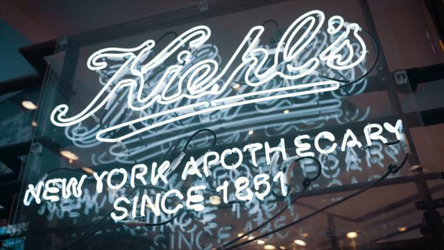 Scheletri, moto e Andy Warhol: i segreti di Kiehls la farmacia di New York diventata un impero del beauty