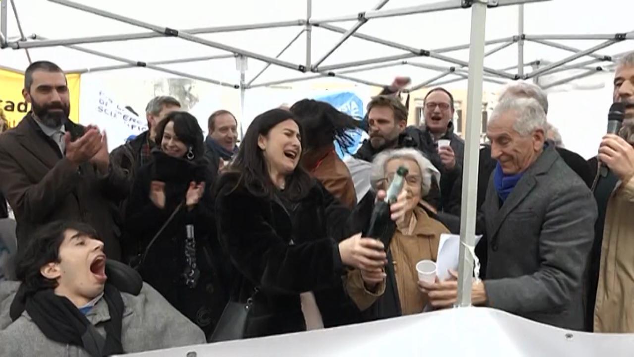 Il biotestamento legge l 39 associazione coscioni brinda for Piazza montecitorio 12