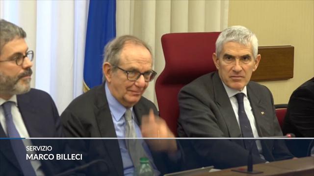"""Etruria, Padoan: Etruria, Padoan: """"Mai autorizzato colloqui di Boschi sulle banche, l'ho appreso dalla stampa"""""""