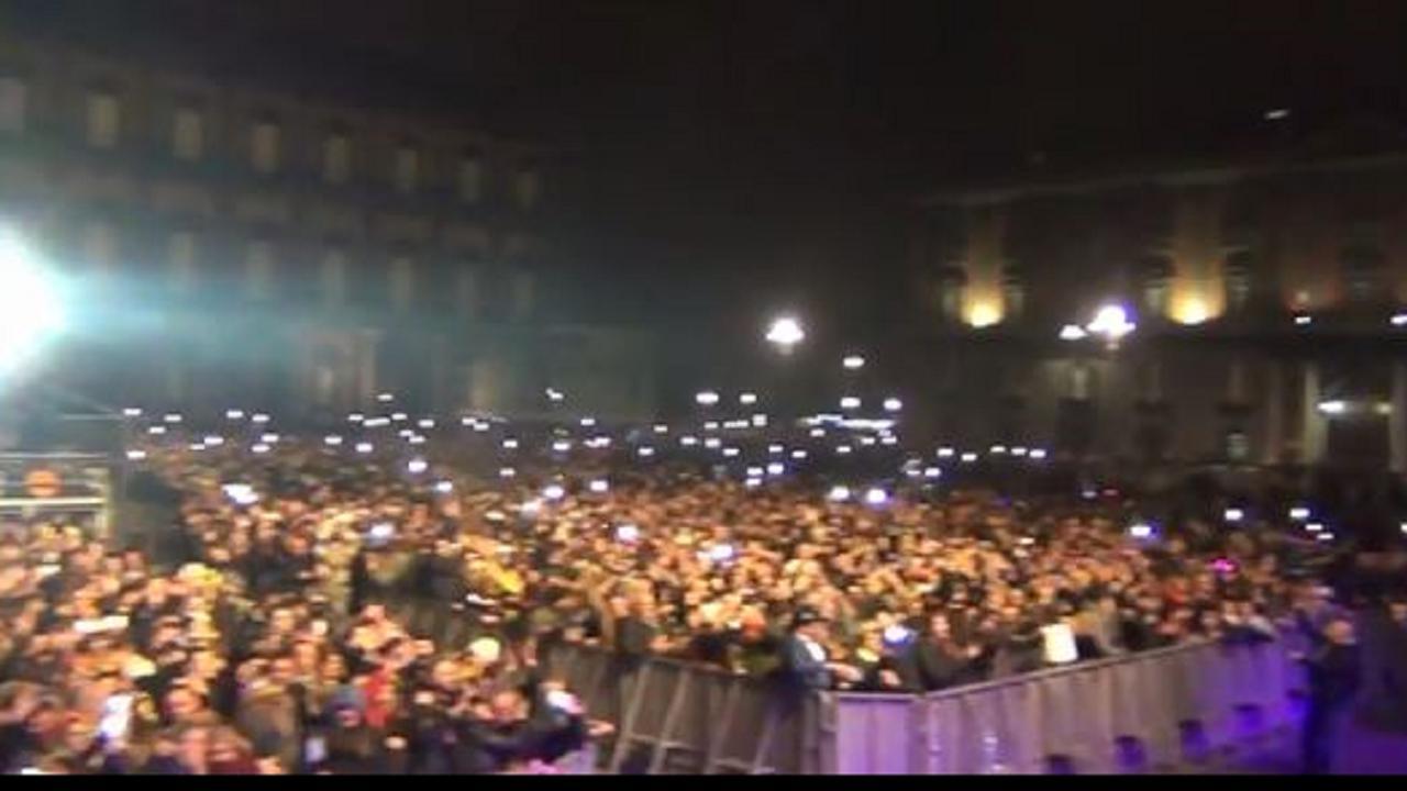 Capodanno a Napoli 2018, tra il Plebiscito e il Lungomare una festa di  musica e colori - la Repubblica