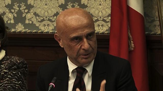 """Baby-gang, Minniti: """"Usano metodi terroristici, 100 unità dei reparti straordinari a Napoli"""""""