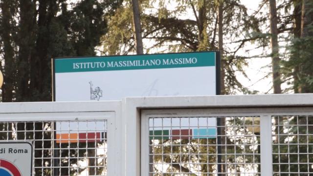 Roma, abusi sessuali su studentessa, i genitori degli alunni: ''Increduli, professore esemplare''