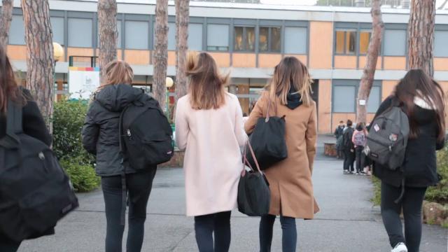 Roma, abusi sessuali su studentessa, la scuola: ''Docente sospeso, momento di sbandamento per tutti''