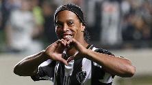 Ronaldinho lascia il calcio: i numeri e i gol più belli