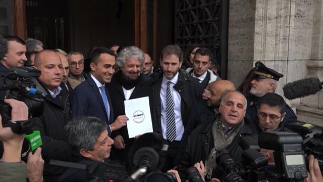 Elezioni politiche, Di Maio e Grillo presentano il nuovo simbolo M5s