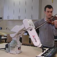 Polonia, il braccio meccanico di Bach: il robot suona il pianoforte