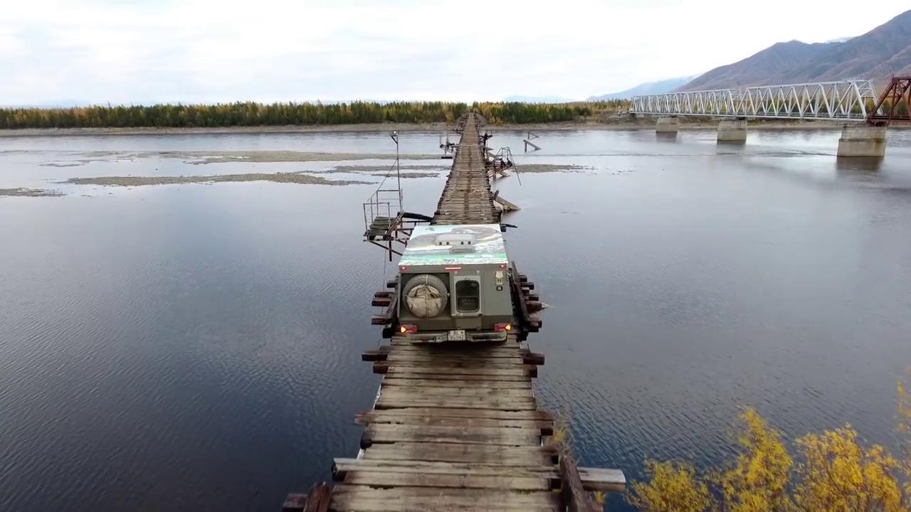 Siberia, l'attraversamento richiede coraggio: il ponte sgangherato ...