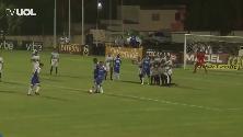 Brasile, calcio di punizione fantasioso: lo schema insolito  porta al gol