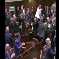 Israele, deputati arabi interrompono il discorso di Pence, rissa alla Knesset