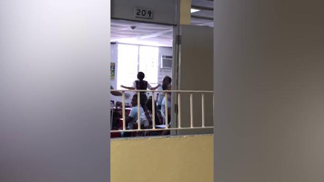 Porto Rico, torna la luce a scuola dopo 112 giorni: la gioia dei bambini è incontenibile
