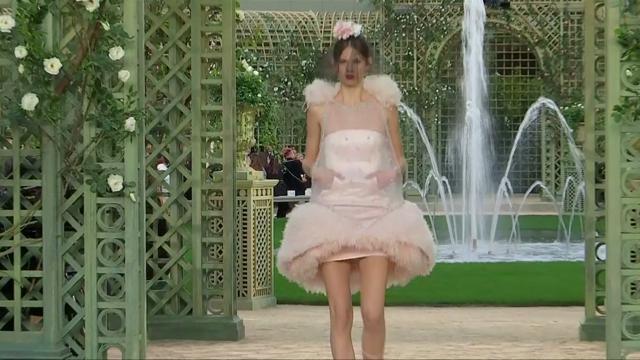 Chanel: cristalli, organza e ricami nei capolavori artigianali di Lesage