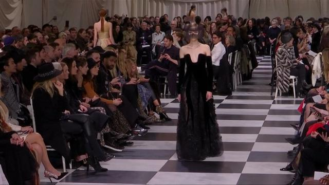 Dior: il surrealismo torna in passerella