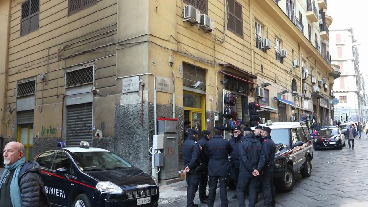 Napoli blitz delle forze dell 39 ordine nel mercato abusivo - Mercato di porta nolana ...