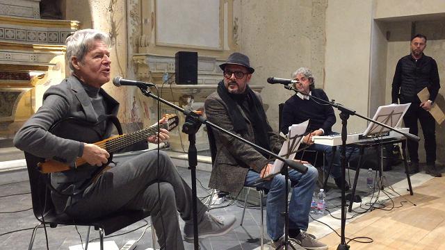 Sanremo, Claudio Baglioni canta nell'ex oratorio