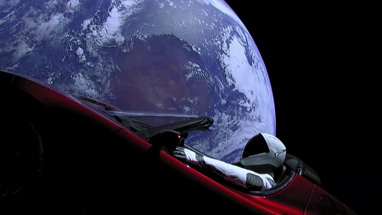 spacex una tesla nello spazio la terra vista dall 39 auto di elon musk repubblica tv la. Black Bedroom Furniture Sets. Home Design Ideas