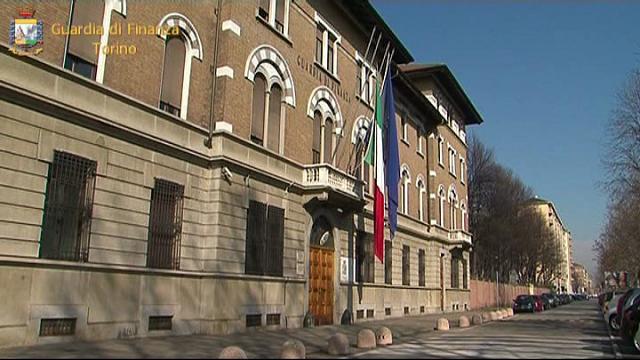 Torino, orecchini, piercing e coralli contraffatti: blitz delle Fiamme Gialle da 8 milioni