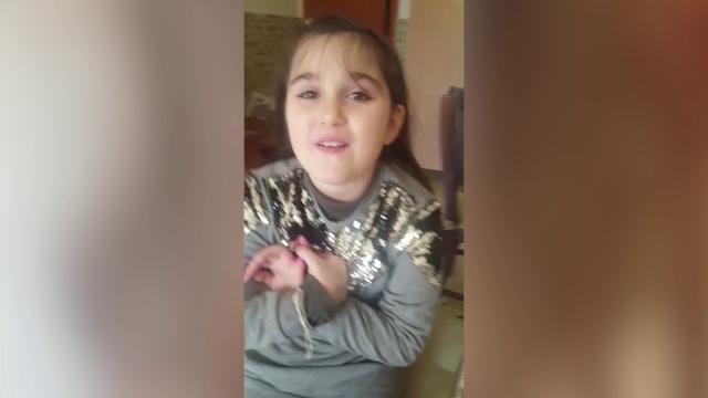 """Caso Toffa, la piccola Gabriella: """"Nadia siamo due guerriere, vedrai che i capelli ricrescono"""""""