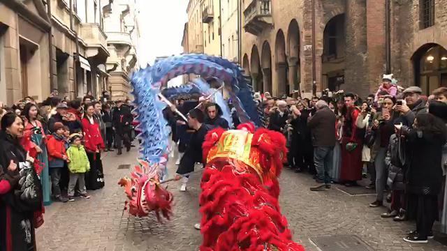 Capodanno cinese, la sfilata con il dragone a Padova