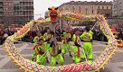 Milano, è iniziato l'anno del cane: folla record alla parata per il Capodanno cinese